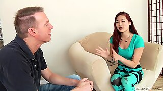 Кастинг Луда Корејски жена је било успешно и сада је она већ Јахање мушкарца пениса.