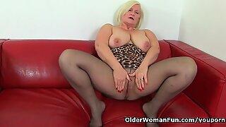 Британски бака Лацеи Старр воли јебање дилдом