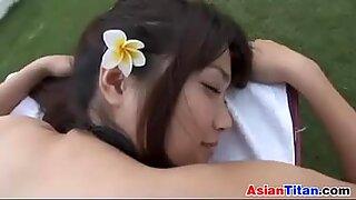 Азијски лепота добија масажу