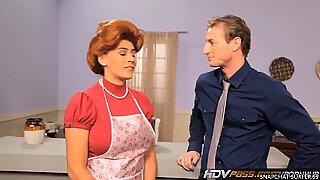 Хдвпасс секи црвенокоса домаћица Раилене даје љубавну пушење курца - Зузана Драбинова