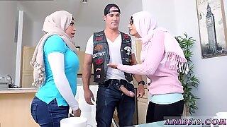 Сексуално сломљени тинејџери и аматер арапи дебеле дупе први пут уметност имитирајући живот.