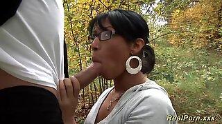 Дивљи анални секс јеби се у шуми