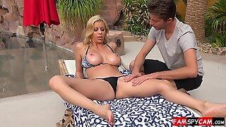 Степ мама и син секс завршава свршавањем унутра