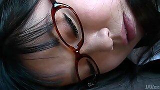 Слатка јапански тинејџери Нене Масаки остварује свој сан о везивању