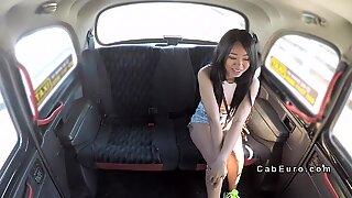 Лажни такси возач туцање петите тајландски риба