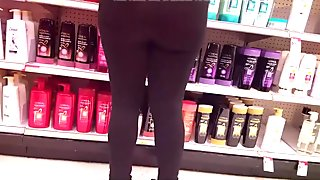 Round ass in leggings