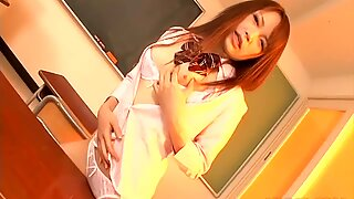 Живахна и размажена студентица Назуна Отои заводи свој сенсеи