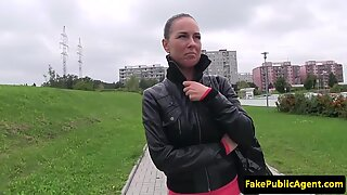 Pickedup euro pussypounded outdoors