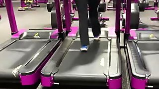 Candid pawg Milf ass jiggling on treadmill