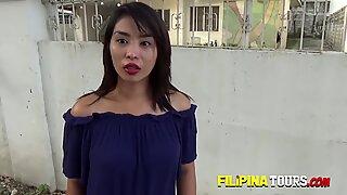 Backpacker s kuk sugs av randy asiatisk tonåring i hotell