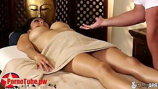 Trickyspa masseur πούτσα μασάζ από ασιατικό deep λαιμός