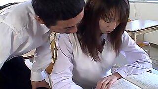 Слатка јапански студент Аи иумеми се заводи од стране њеног учитеља