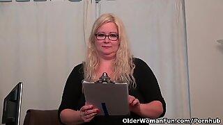 Амерички крупне љепотице (велике лепе жене) милф (мама коју бих јебао) џекови воле јебање дилдом у канцеларији